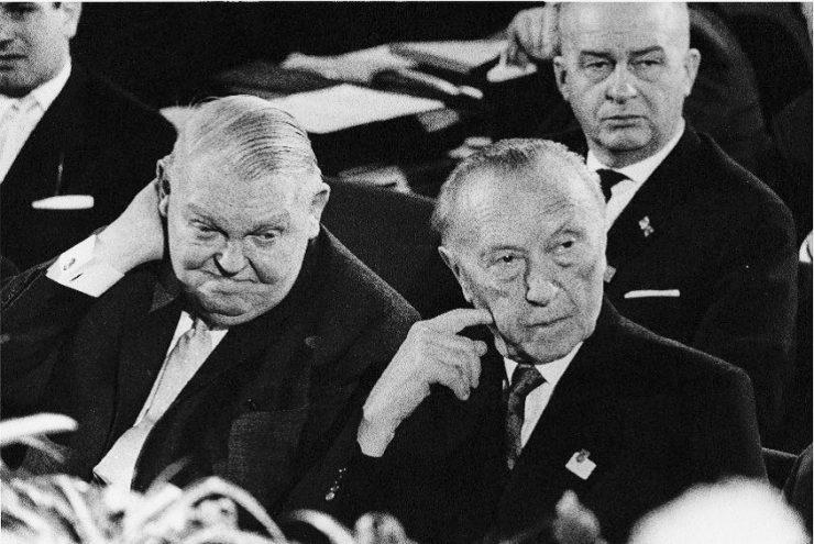 Ludwig Erhard, Konrad Adenauer(© Stefan Moses)