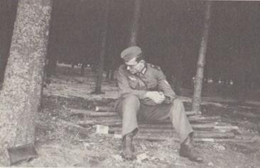 Arno Schmidt als Soldat im Zweiten Weltkrieg. Aus dem Band 'Wu Hi?' Arno Schmidt in Görlitz Lauban Greiffenberg.