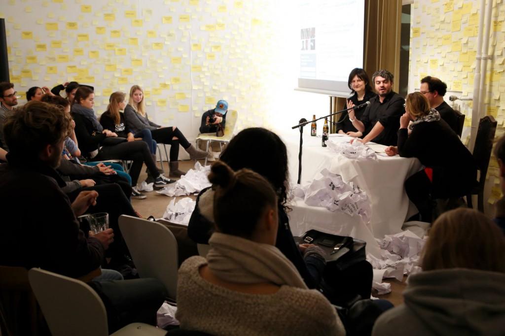 ¿Comment! - Performance mit Ross Sutherland, kuratiert von Simone Kornappel